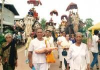 elephant-nak-monk